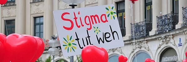 Plakat mit der Aufschrift Stigma tut weh